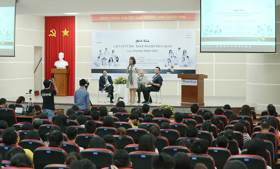 500 sinh viên trường ĐH HUTECH hào hứng tham gia Hành trình Lập Chí Vĩ Đại – Khởi Nghiệp Kiến Quốc cho Thanh niên Việt