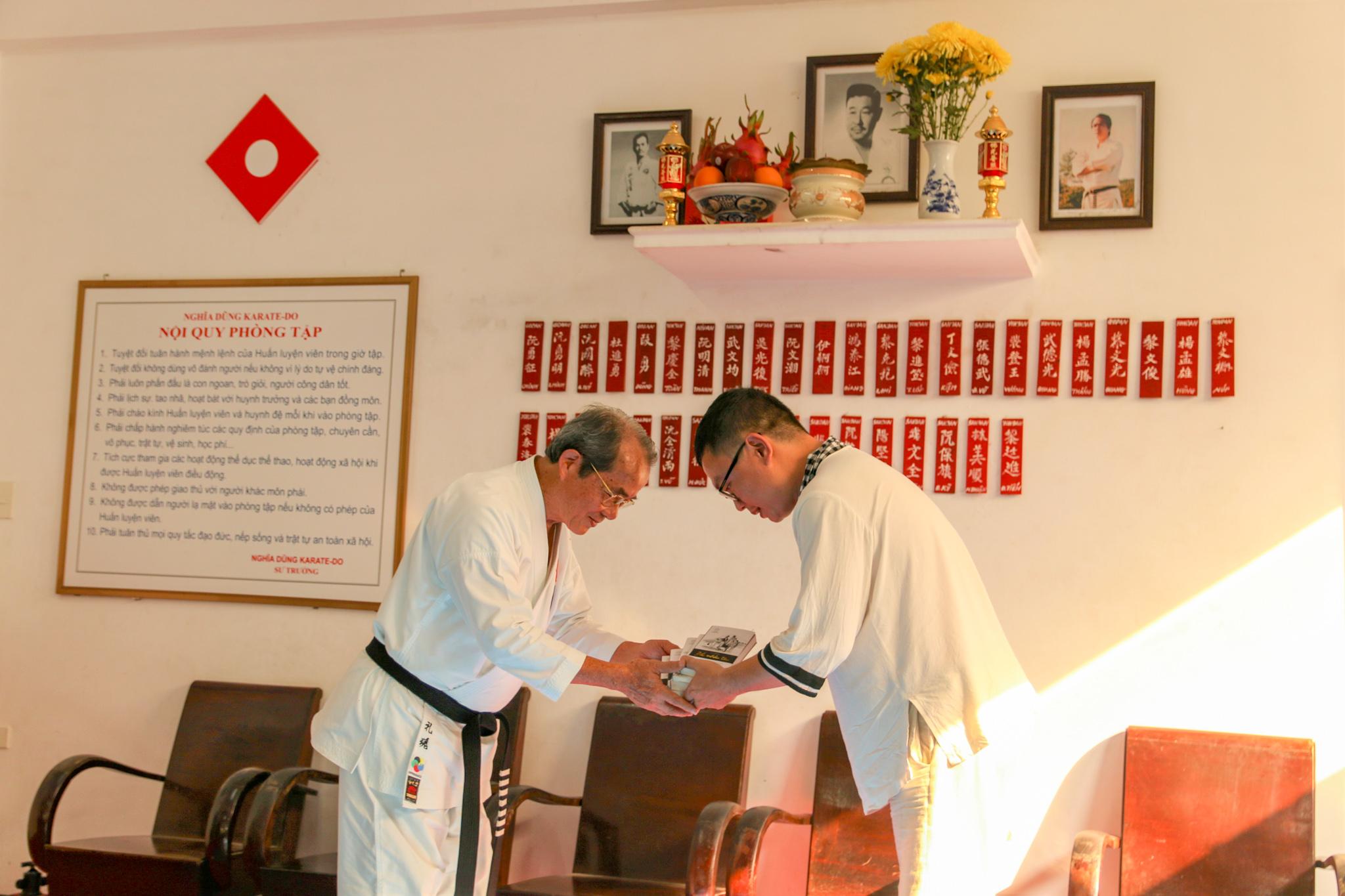 Trao tặng 15,000 cuốn sách quý đổi đời cho hệ thống thư viện Nghĩa Dũng Karate-do
