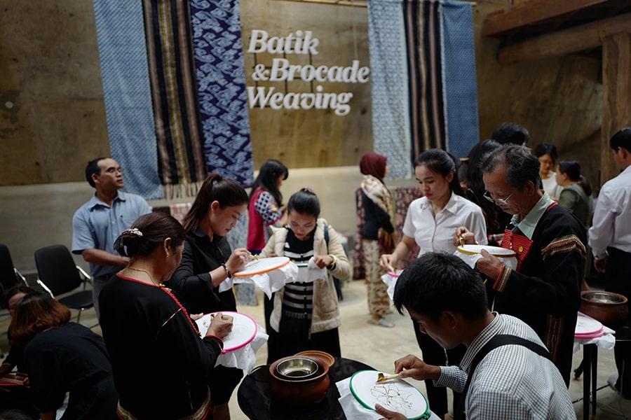 Giao lưu văn hóa Việt Nam – Indonesia: Batik & Thổ cẩm Ê-đê