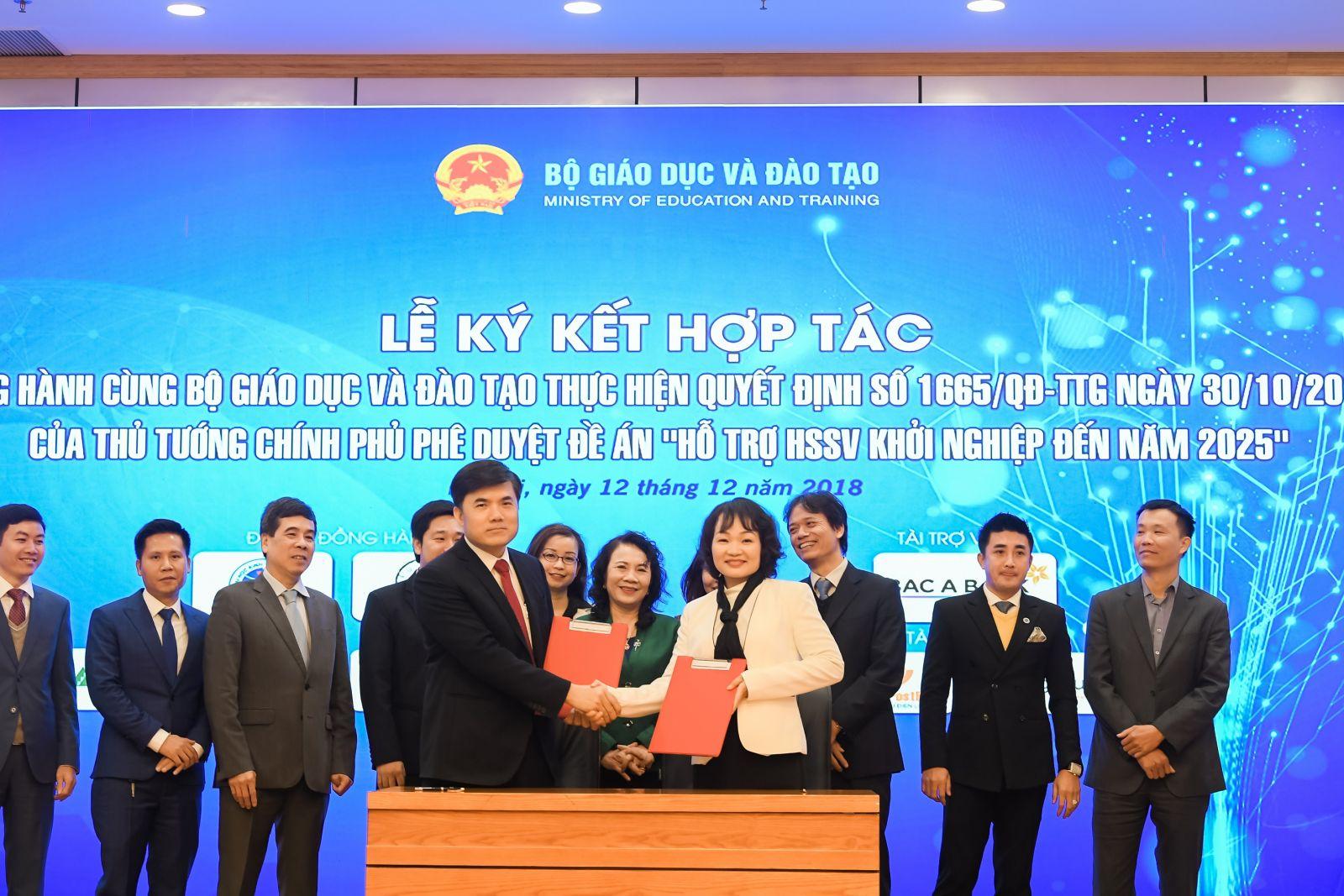 Tập đoàn Trung Nguyên Legend cùng Bộ Giáo dục và Đào tạo ký kết Thỏa thuận Hỗ trợ học sinh, sinh viên khởi nghiệp 2018 – 2021