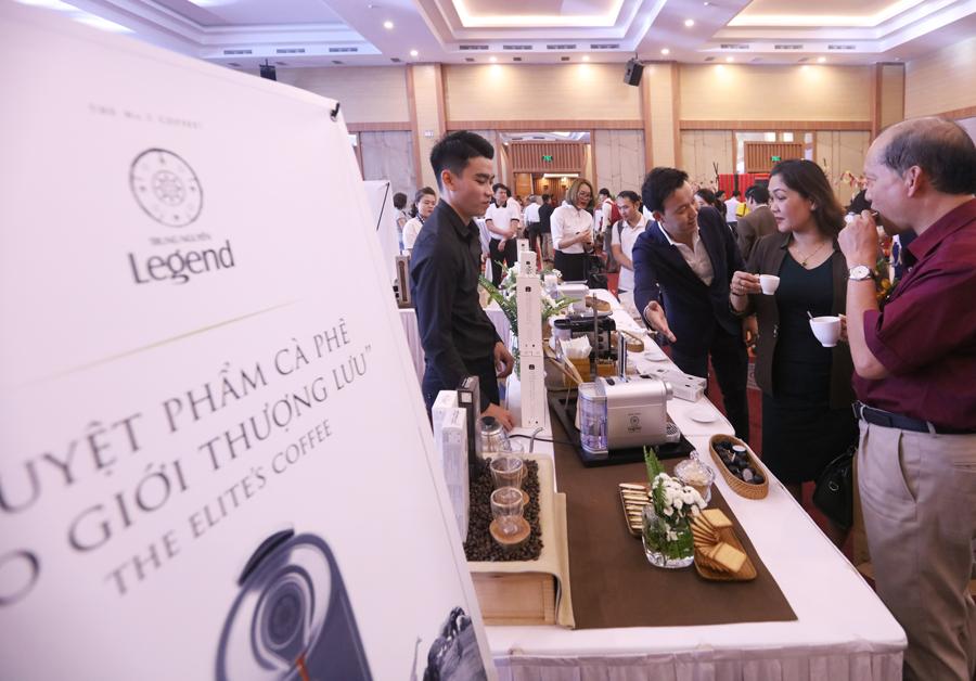 Đông đảo khách mời tham gia buổi Họp báo Lễ hội Cà phê Buôn Ma Thuột lần thứ 7 trải nghiệm cà phê năng lượng Trung Nguyên Legend
