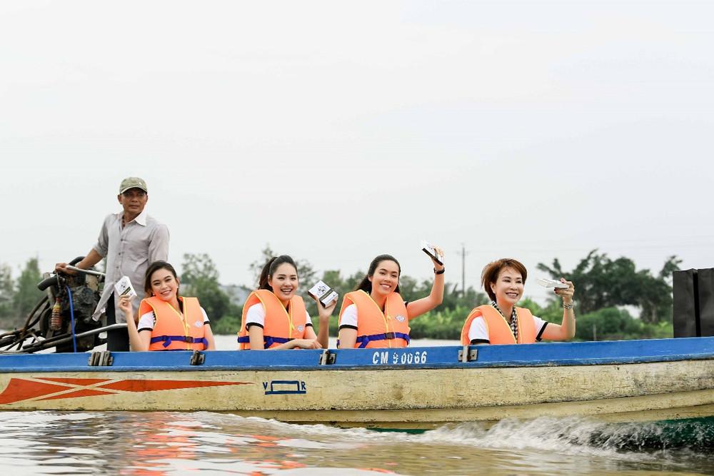 Hành trình trao sách quý nơi kênh rạch chằng chịt đồng bằng sông Cửu Long