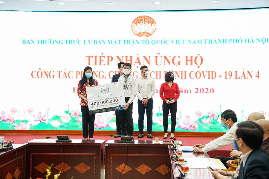 Trung Nguyên Legend ủng hộ 01 tỷ đồng tiền mặt cùng những sản phẩm cà phê gửi đến các y bác sỹ, điều dưỡng,... đang trực tiếp chữa trị cho các bênh nhân nhiễm Covid-19 tại các bệnh viện tuyến đầu – trong đó 400 triệu đồng tại Hà Nội và 600 triệu đồng tại TP.HCM